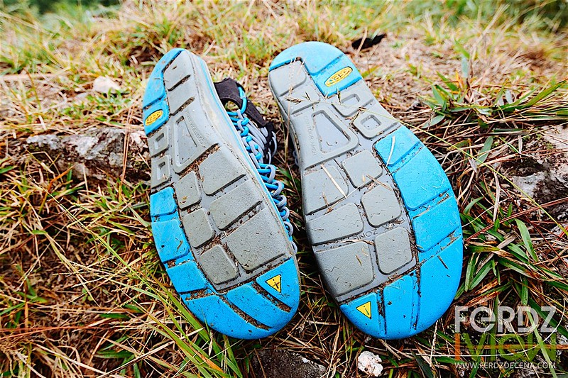 Non-marking sole with rubber zipping for traction