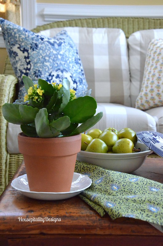 Sunroom table vignette - Housepitality Designs
