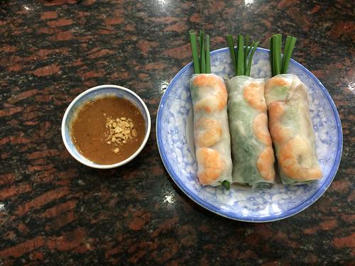 Ho Chi Minh Ville: des rouleaux de printemps aux crevettes.