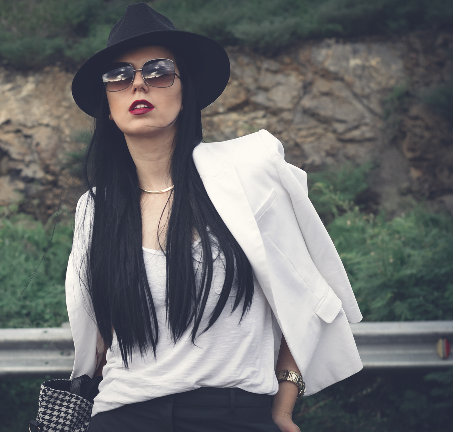 black_hat-white-blazer-long-straight-hair-chic-model-photography-fashion-blogger-outfit-minimalist (2)