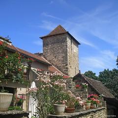 au détour d'une rue de Villeneuve-d'Aveyron (12)
