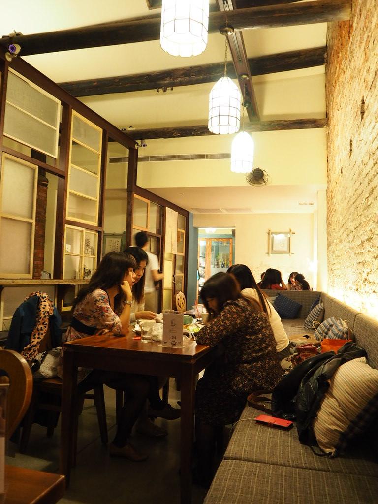 正興咖啡館は若いおしゃれな女の子でいっぱい