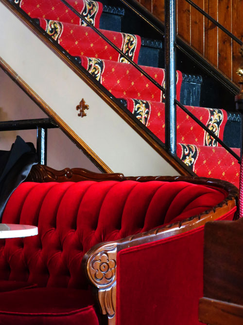 3-salon-the-cardinal-saint-laurent_sofa