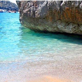 Angolo di Paradiso.... #CalaBianca #marecristallino #marinadicamerota #areamarinaprotetta #cilentocoast #cilentocoast #cilentospiagge #spiagge #spiaggia #spiaggecilento #ibiza #ibizastyle #formentera #italy #italia #italianholidays #beach #BeachLovers #va