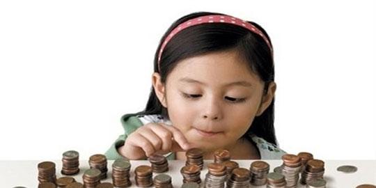 Bé 3 tuổi thích giữ tiền có đáng lo không?