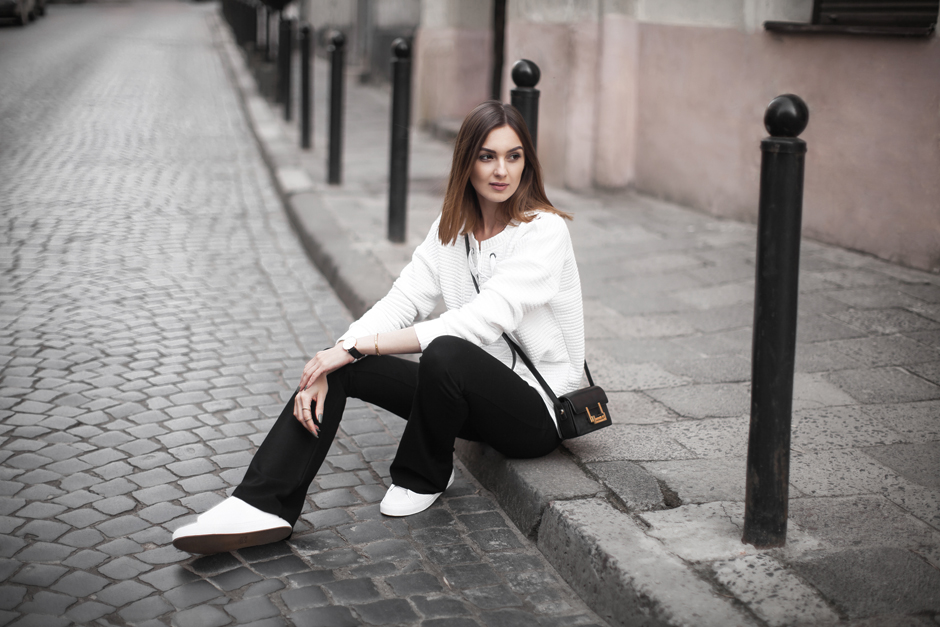 lace-up-sweater-top-white-outfit-street-style