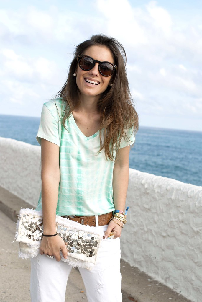 03_mint_shirt_white_jeans