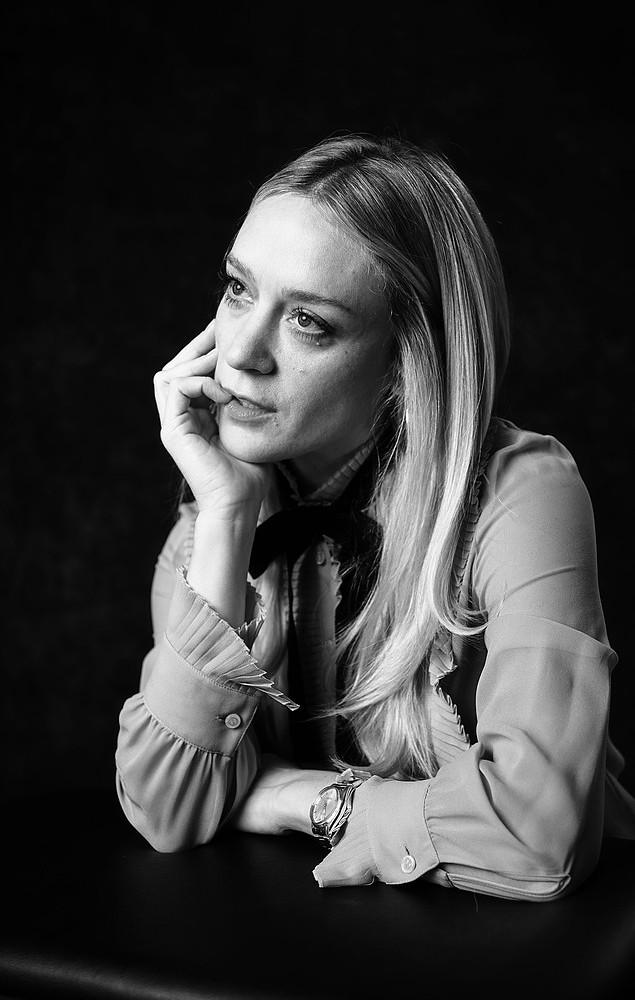Хлоя Севиньи — Фотосессия для «Любовь и дружба» на «Sundance» 2016 – 34