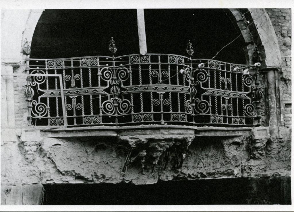José Tejados (Labor de forja). Balcón del Pasaje de Lodares. Vico, Santiago (Rep)