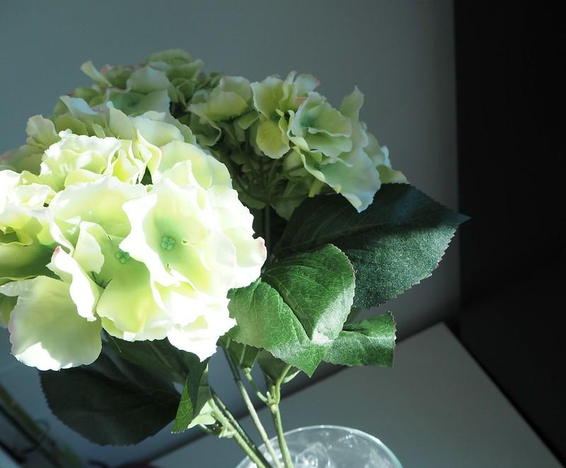 hortensiakimppuP2278545,hortensiakimppumaisonhelsinkiP2278530, vaalean vihreä, pale green, light green, hortensia, hydrangea, kukka kimppu, bouquet, maison helsinki, maison helsinki boutique, sisustus, decoration, kukat, flowers, kimppu, tekokukat, artificial flowers, laadukas, kaunis, lovely, bouquet of hydrangea, hortensia kimppu, hint of pink, decorate, home, sisustus, ostokset, shopping, inspiration, paketti, rusetti, kassi, maljakko, vase, sellofaani,