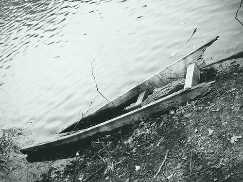 Row boat ruin (02)