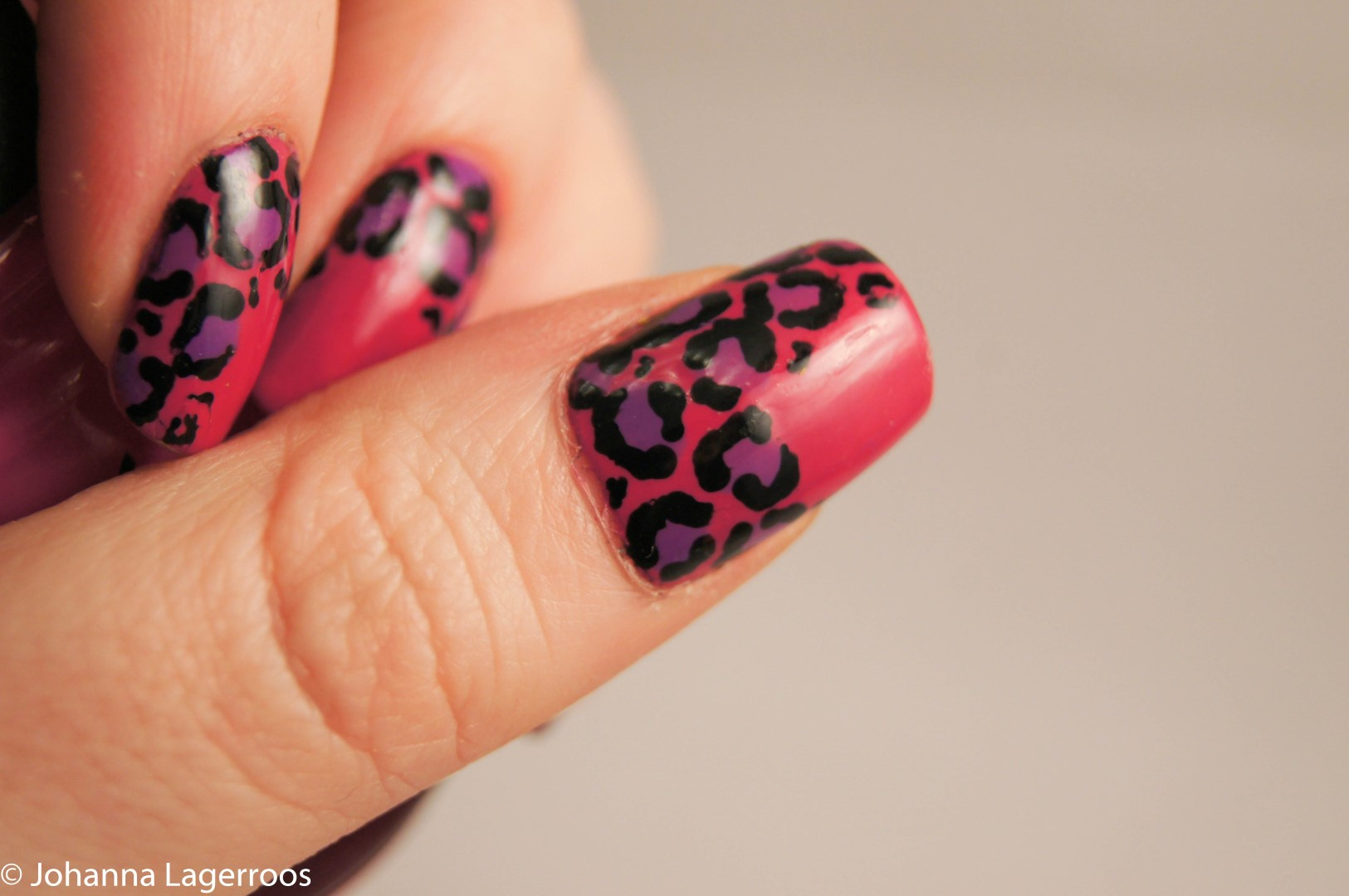 pink leo nails
