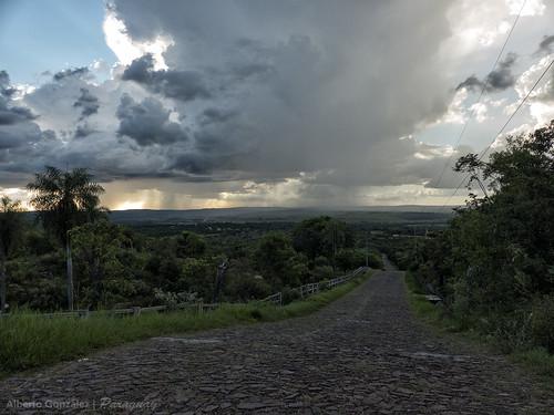 atardecer camino paisaje campo paraguay colina atyra