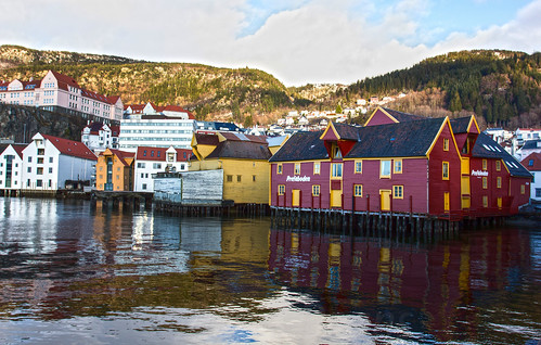 sea reflection norway architecture landscape europe no places bergen stilts hordaland woodenbuildings scandanavia