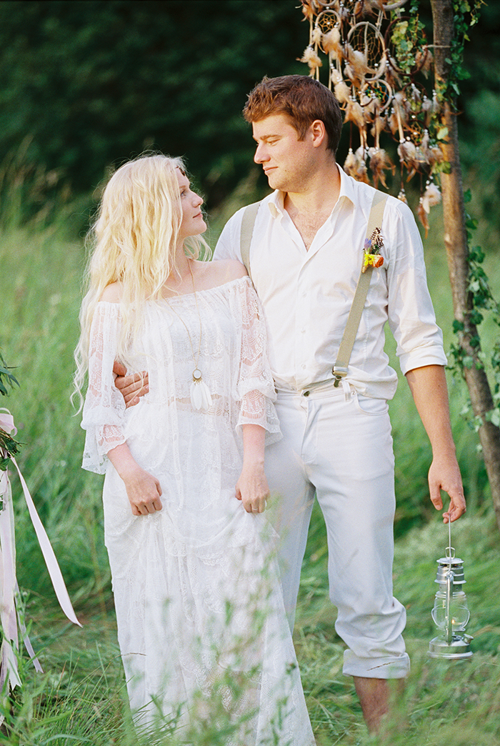 bohemian bride and groom styles for Bohemian wedding inspiration shoot in the countryside with a dose of vibrancy | photo by Igor Kovchegin | Fab Mood - UK wedding blog #bohemian