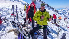 Pod granią szczytową Gran Paradiso - przerwa na jedzienie i przepakowanie. Nasz przewodnik z Chamonix.