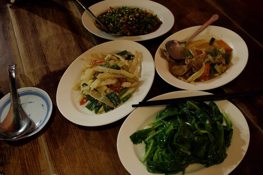 《台中‧南屯》豬頭擔之台灣雜菜麵