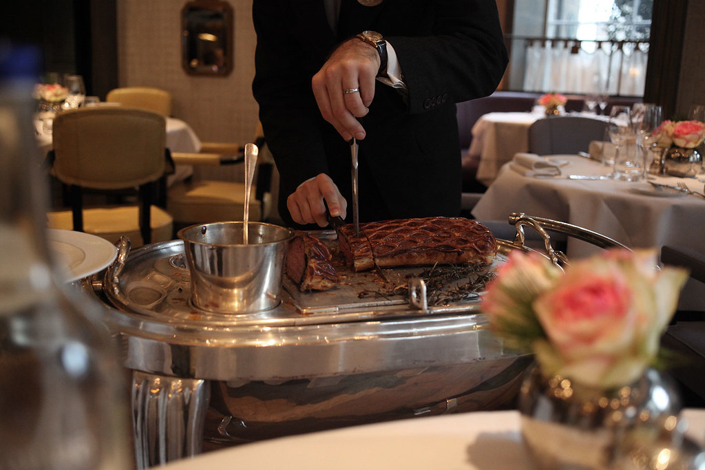beef-wellington-brunch-roux-at-the-landau-the-langham-hotel