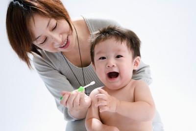 Khám sức khỏe định kỳ cho trẻ sơ sinh: Bé 1 tuổi