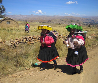 Peruvian Women near Tinki