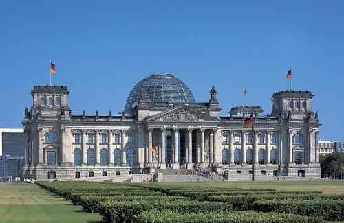 フォスター+パートナーズ 《ドイツ連邦議会新議事堂、ライヒスターク》 1992-1999年 ベルリン、ドイツ Photo : Reinhard Gornor