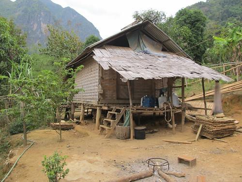 Nong Khiaw: début de notre ascension jusqu'au point de vue