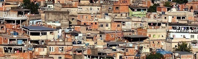 MORRO DO CARACOL - RUA CABREUVA NA PENHA - COMPLEXO DO PENHA - Ricko de IPANEMA ≠ POBRE PENHA - desigualdade social