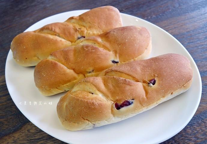 5 統一麵包 植元共生技術 菠蘿奶酥麵包、蔓越苺乳酪麵包、椰香奶酥麵包