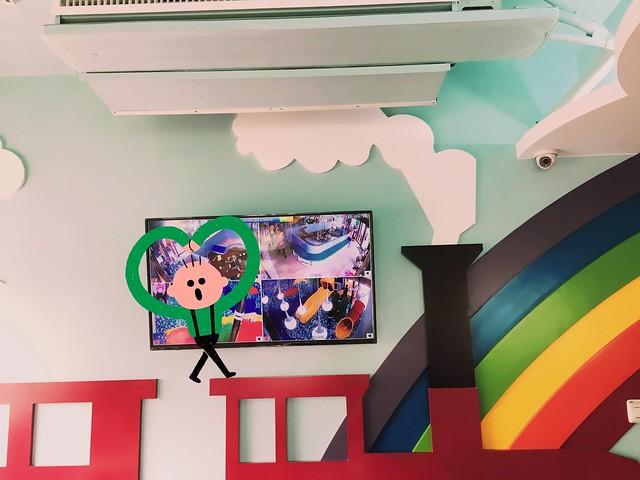 轉播一樓實況的CCTV@Young Lion 親子餐廳,高雄三民區