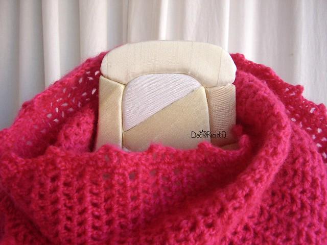 sciarpa ad anello fuxia con frange 4