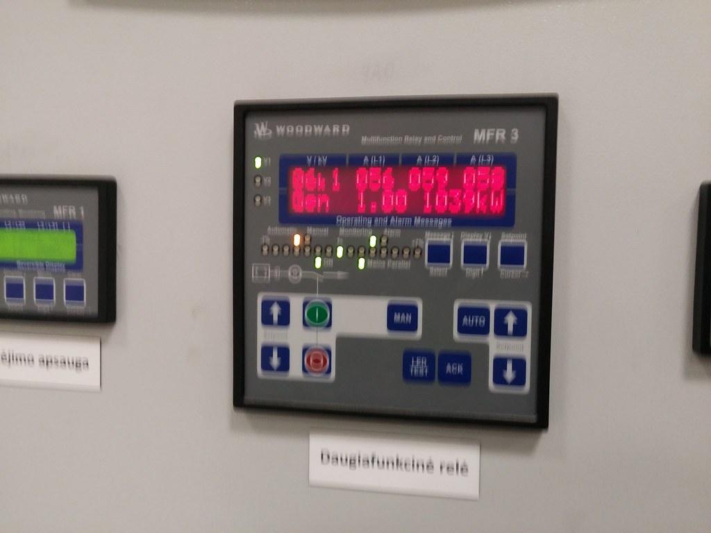 Čia kiek be fokuso, bet įmanoma įmatyti kiek kW gamina tas generatorius.