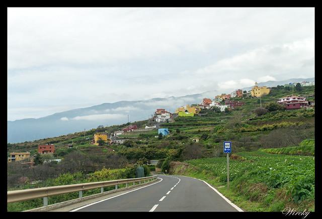 Tenerife Parque Nacional Teide Valle la Orotava - Casas de colores en la ladera del valle de la Orotava