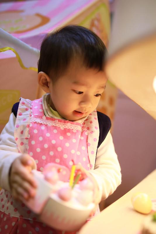 小平安你穿粉紅色的圍裙實在是....