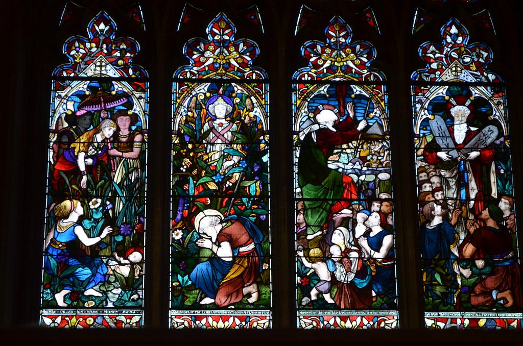 Vitraux victoriens de l'église Saint Mary Redcliffe à Bristol.