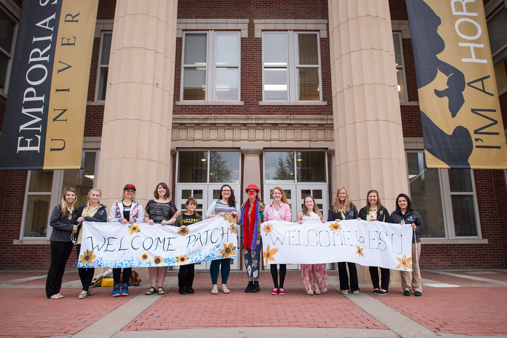 Emporia State nursing and art therapy students welcome Patch Adams