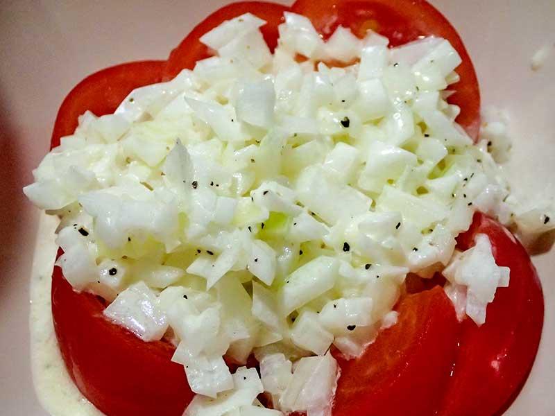 トマトとタマネギのサラダ