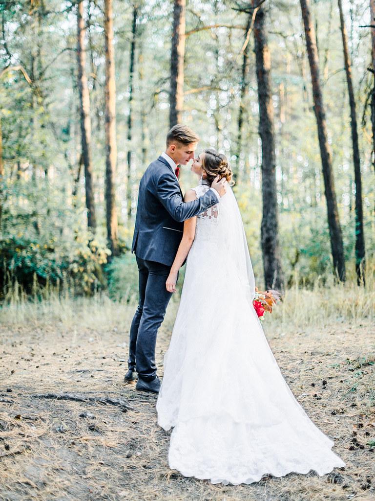 Woodland high neck wedding dress - red wedding bouquet for autumn wedding , Marsala Wedding Inspiration   fabmood.com #marsala #woodland