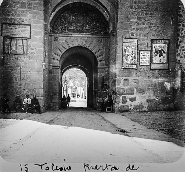 Plaza de Armas de la Puerta de Bisagra hacia 1910. Fotografía de Francisco Rodríguez Avial © Herederos de Francisco Rodríguez Avial
