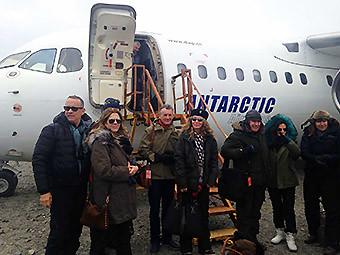 Aerovías DAP Tom Hanks Grupo-arribando-Antartica (Aerovías DAP)