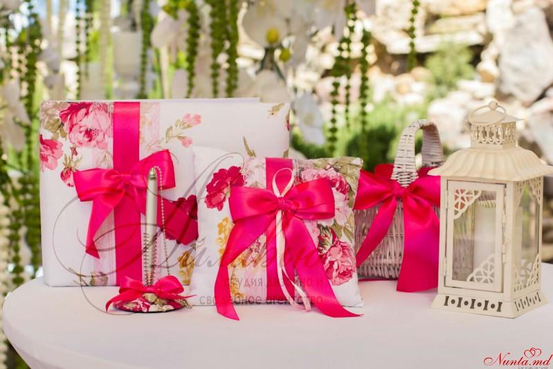 """Decor pentru nuntă şi floristică de la Agentia  """"Айлавью""""  > Nuntă în stil FUCHSIA – atmosferă pozitivă şi jucăuşă la petrecerea Dvs.!"""