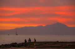 friends enjoying the sunset in Arguineguin