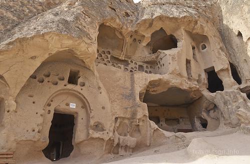 【写真】東欧周遊 : セリメ洞窟修道院