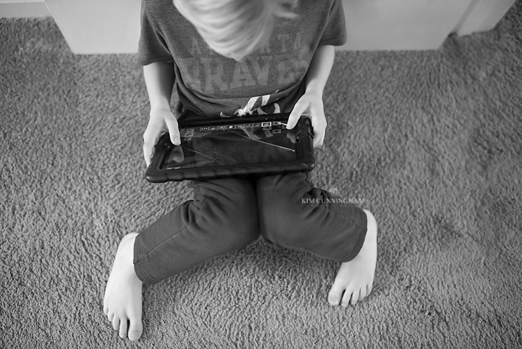boy on ipad with cracked screen 01-750