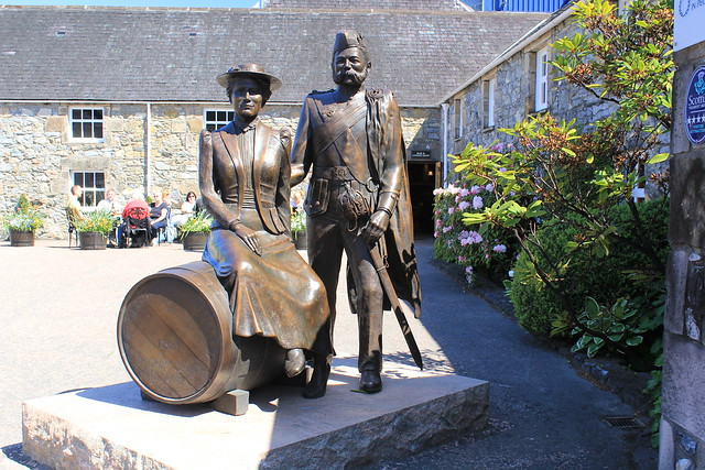 Statues at Glenfiddich distillery., Canon EOS 60D, Canon EF-S 18-55mm f/3.5-5.6 IS II