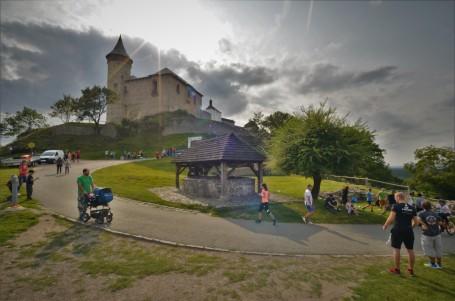 Kunětická hora přivítá další díl seriálu Běžíme na hrad