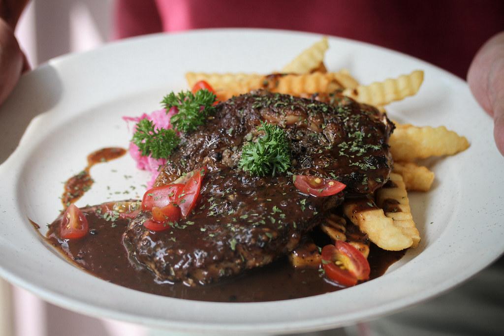 吃 Western Steak in Hand