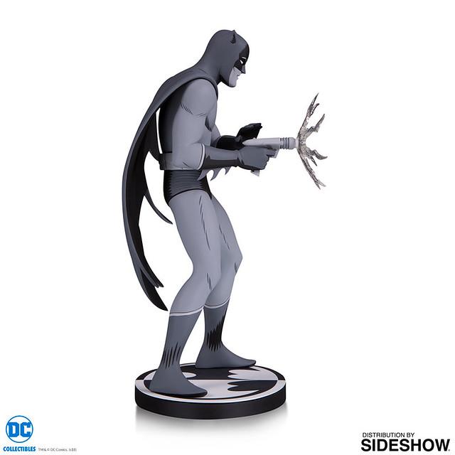 傳奇漫畫作品BAT-MANGA 立體化!! DC Collectibles 蝙蝠俠黑白雕像系列【蝙蝠俠 by 桑田次郎】Batman Black and White: Batman by Jiro Kuwata Statue