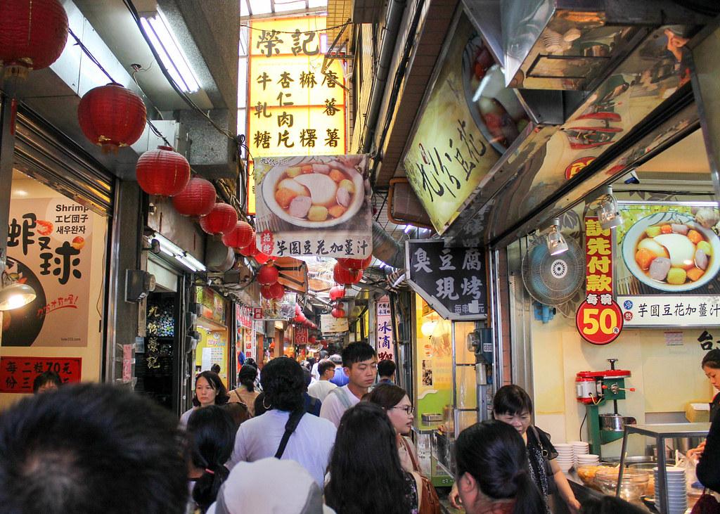 taiwan-jiufen-street-alexisjetsets