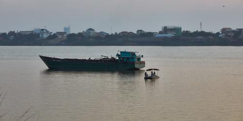 2018 cambodia phnompenh people persons landscape kohoknhatei island silkisland mekong mekongriver river kh ship 12