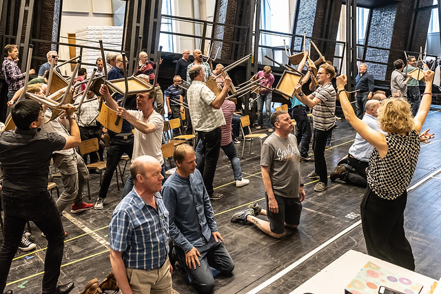 Maxine Braham and chorus in rehearsal for Lohengrin, The Royal Opera © 2018 ROH. Photograph by Clive Barda